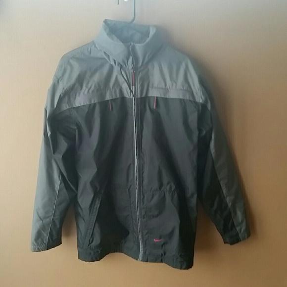 Men s Nike 000 nylon jacket. M 56eeb48e5c12f8e3f70554ff aeacfbf43