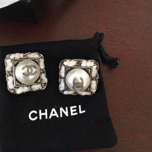 Chanel clip earrings. Authentic