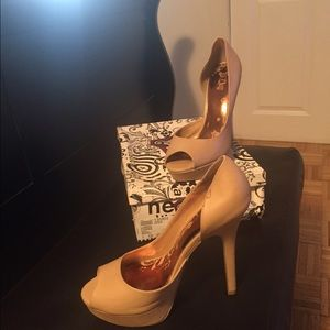 Shoes - Brand new tan heels