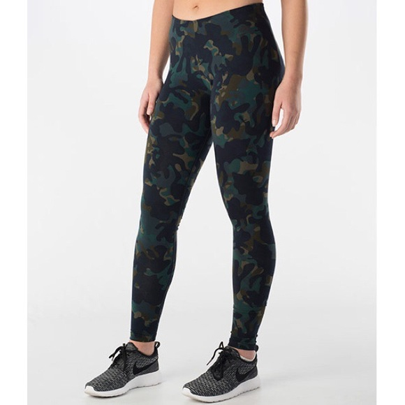 Women s Nike Camo Print Leggings. M 56eef3b64225be87c500943b 6647a9746