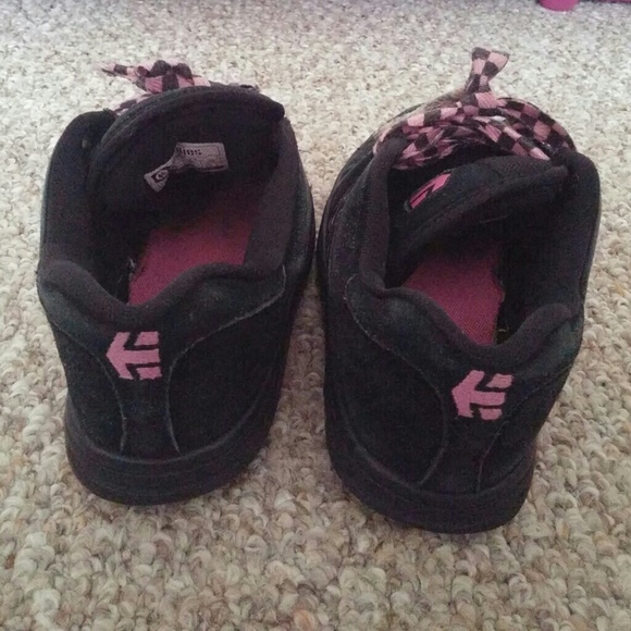 etnies black and pink skater shoes from s
