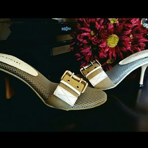 Colin Stuart beige buckle sandal