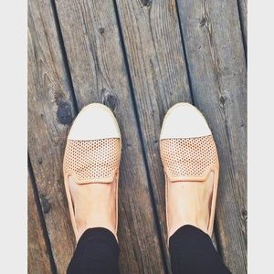 Shoes - Comfortable nude and white flats