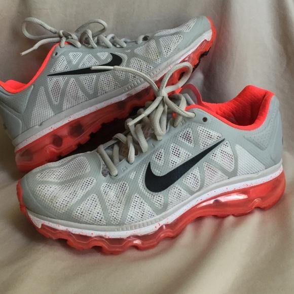 4cf32623e973 Women s Nike Air Max 2011 running shoes. M 56f0176beaf030e523000090