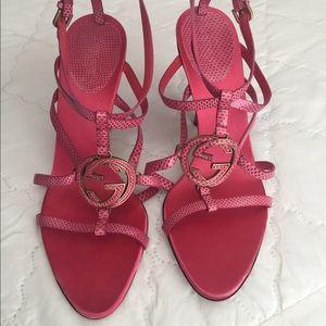 Gucci pink logo heels