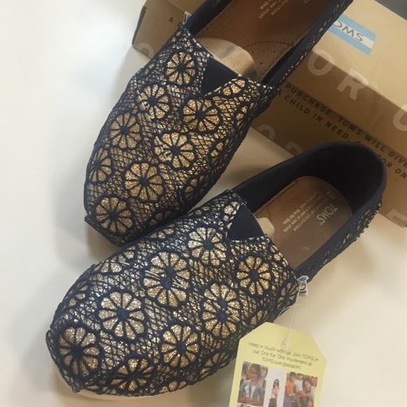 Toms Shoes Classic Gold Navy Crochet Glitter Size 9 Poshmark