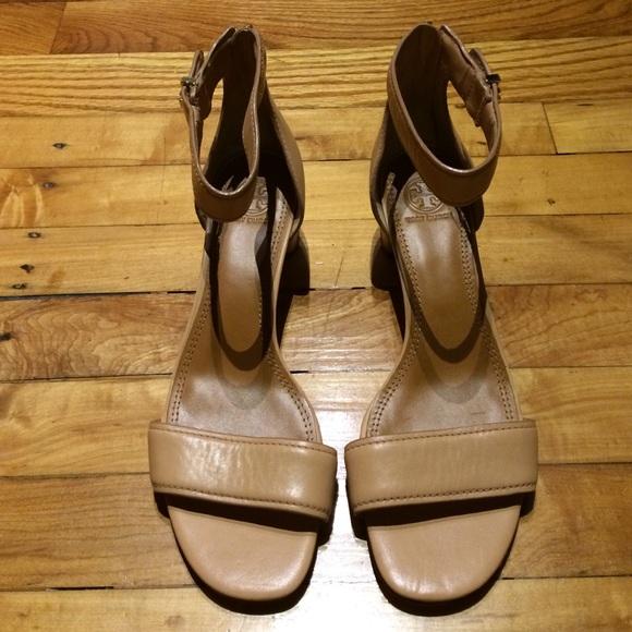 ec20721637f5d4 Tory Burch Tana block heel sandals. M 56fc72b541b4e005700109ac