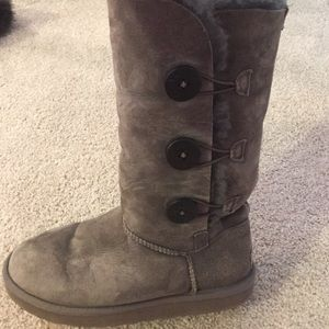 Tall grey 3 button uggs