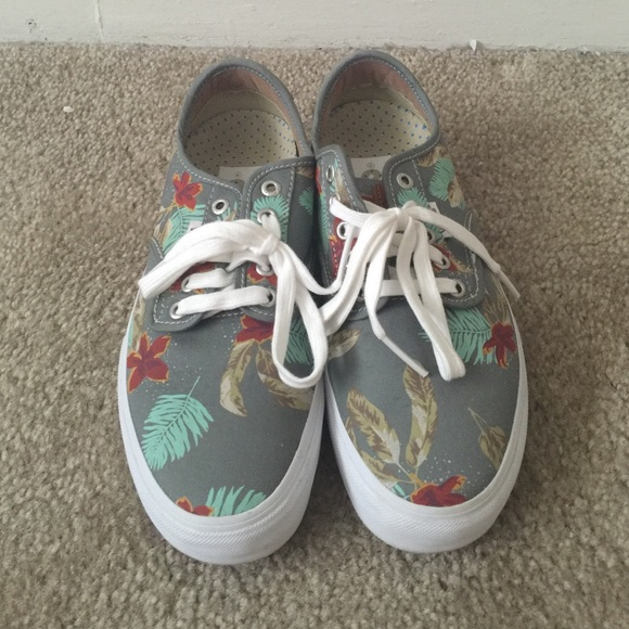 a0178fb16906 Vans Shoes - Chima Ferguson Pro - Aloha - light grey