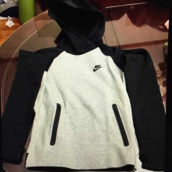 ca2f85d31bfc Women s Nike tech fleece pullover size small