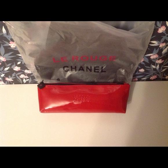 beb15d5f31752f CHANEL Bags   Le Rouge Makeup Bag   Poshmark