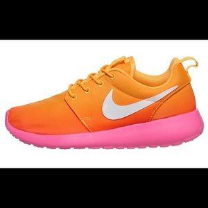 Nike women roshe run pink/orange/white