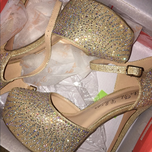25% off Shoes - gold shiny heels. size women&39s US 8. from Yahya&39s