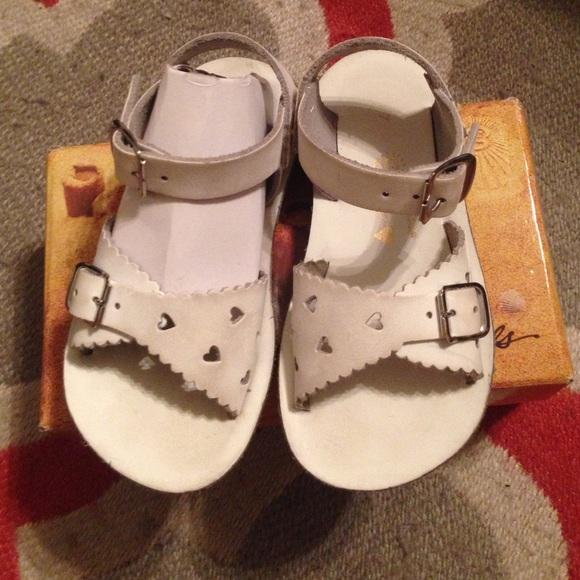 22842ab8ef8d Sun-San Sweetheart sandals white size 7t. M 56f0d6cf5c12f857ab00abbe