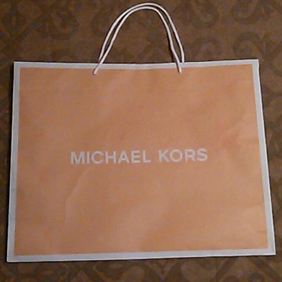 910699d2410c Michael Kors paper bag. M_56f0d788bf6df5afb000aeae
