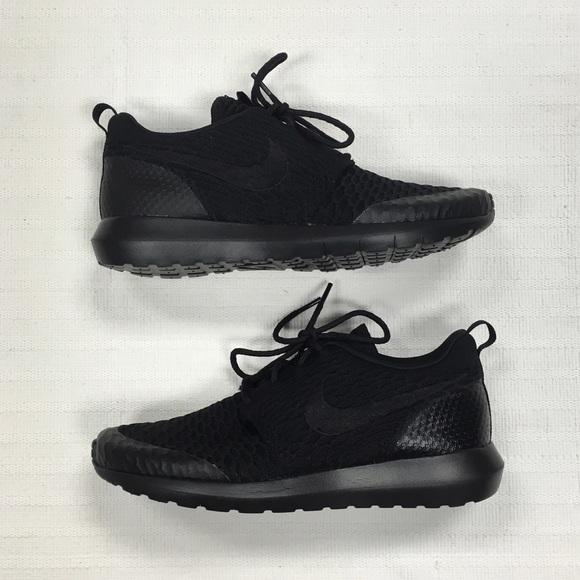 le scarpe nike roshe uno flyknit se poshmark nero