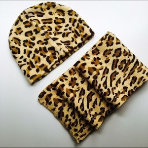 Leopard print knit hat & scarf set