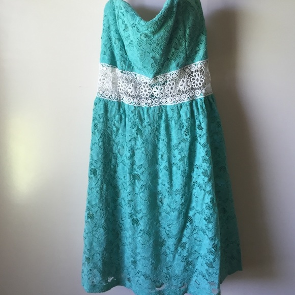 Finesse Dresses & Skirts - Turquoise lace dress