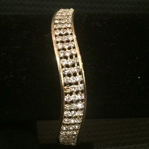 Jewelry - Golden curvy American diamond bangles
