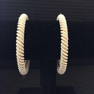 Jewelry - Pearl bangles