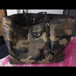 100 % authentic Michael Kors camo bag/ big