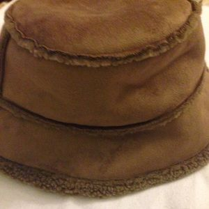 5ade456fa7f59 Lands  End Accessories - ⛔ REDUCED ⛔ Lands End Faux Shearling Bucket Hat