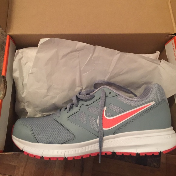 Nike Downshifter 6 Lightweight Running Shoe