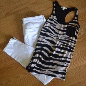 Zebra pocket tank