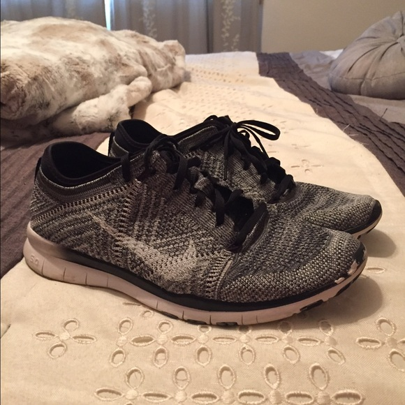 8a02c52a1e6b Nike Free TR 5 Flyknits Women s Training Shoe. M 56f30caa4e8d179bbc000f55