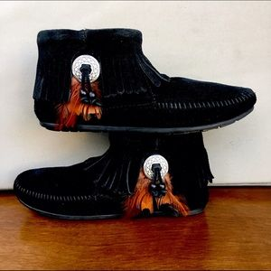 Minnetonka Shoes - Minnetonka Concho Feather Boots