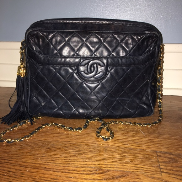 7a8dd3153a7c CHANEL Handbags - Vintage Chanel cross body messenger