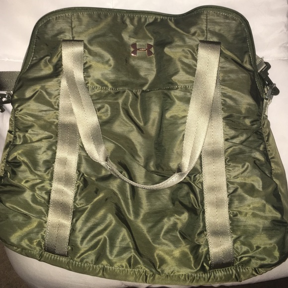 Under armour ladies gym bag   army green. M 56f34431291a35ad3d006d57 37528ea18a