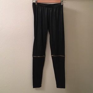 Leather leggings with zipper