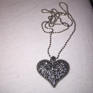 Forever 21 Jewelry - Forever 21 Silver Flower Heart Necklace