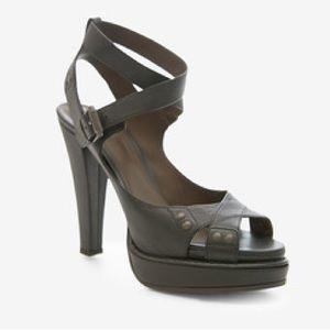 Excellent cond Bottega Veneta leather sandals 9