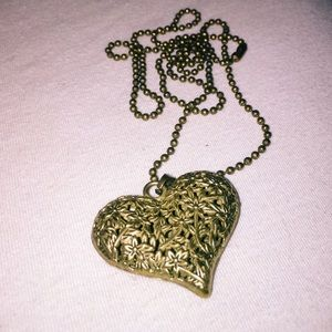 Forever 21 Jewelry - Forever 21 Gold Flower Heart Necklace