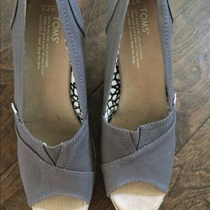 Toms Wedges, brand new!! Size 7.5