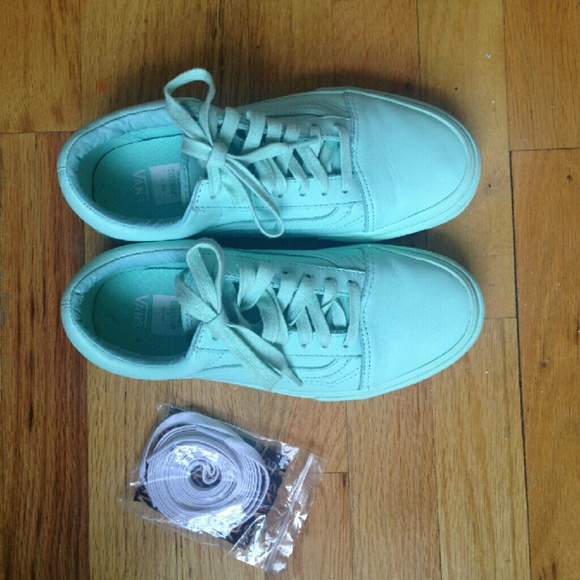 74ed5d9a8014 Vans x Opening Ceremony Old Skool LX Sneakers. M 56f4256456b2d60caa0060a1