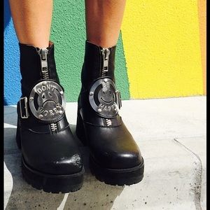 WANTED / ISO- UNIF DWBH Boots size 9?!