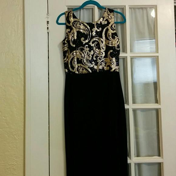 7f79120fc7e87 Boohoo Dresses   Blackgold Sequin Maxi Dress Size 14 Runs Very Sm ...