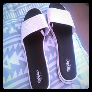 Mossimo Black White Slip On Sandals