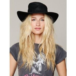 Free People + Minnetonka Fold Up Leather Hat