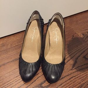 Worn Jessica Simpson ruched pumps size 5.5