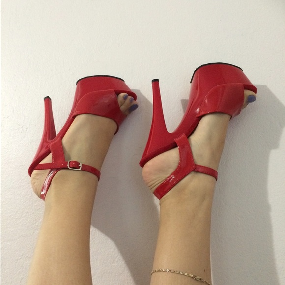 352bb11d11d Red patent leather platform heels. NWT