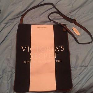 PINK Victoria's Secret Handbags - 🎉Sale! NWT Victoria's Secret crossbody