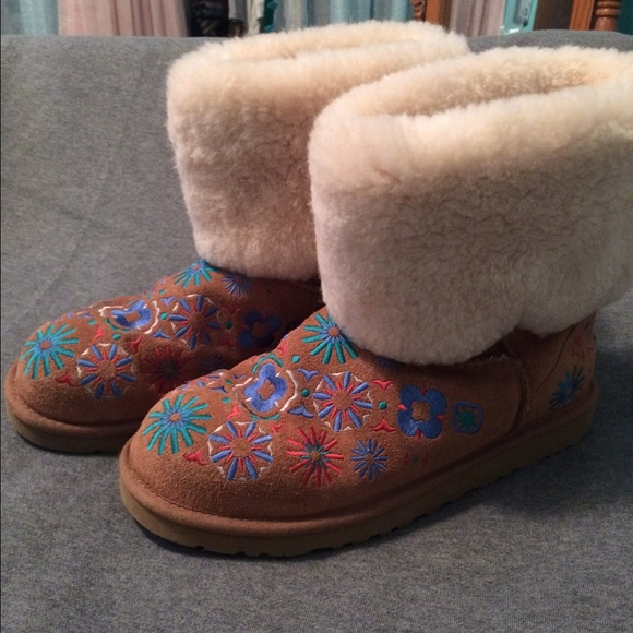Flower embroidered uggs rare