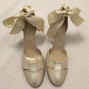 Cream silk Nicole Miller heels with ribbons