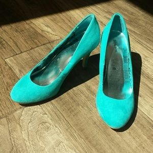 Style & Co turquoise pumps