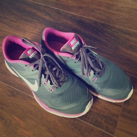 Nike Mujeres Zapatos Tamaño 75 Mujeres Nike Flex Trainer 5 Poshmark 7a20f2