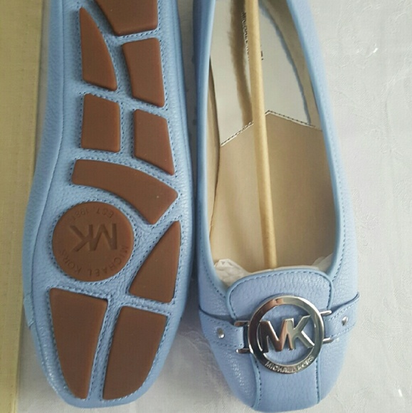 eaabe5a78a1e michael kors lt blue flats bag broke